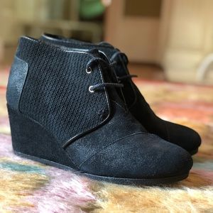NIB TOMS Desert Wedge Black Suede booties size 9